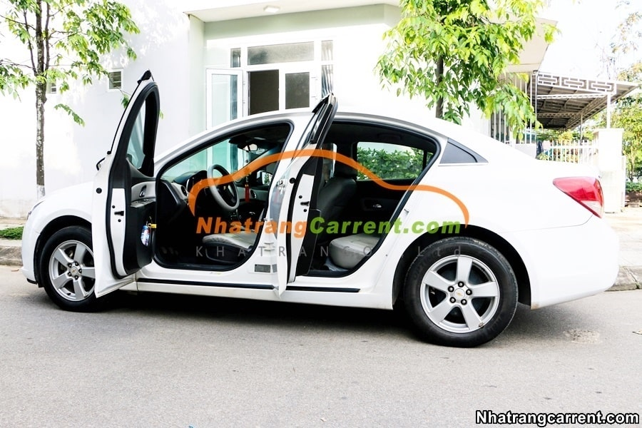 4 seat Chevrolet Cruze in nha trang