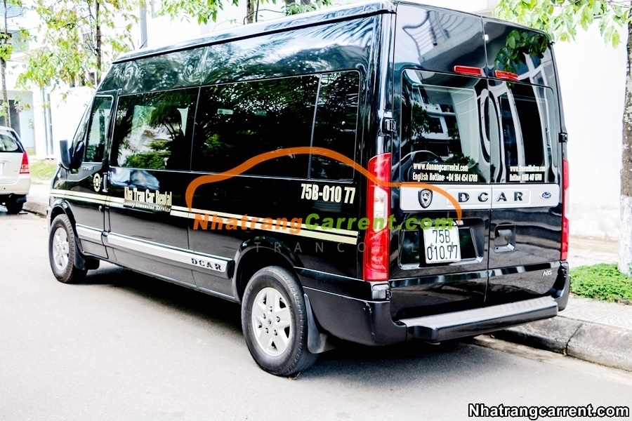 9 seat Limousine nha trang airport to city