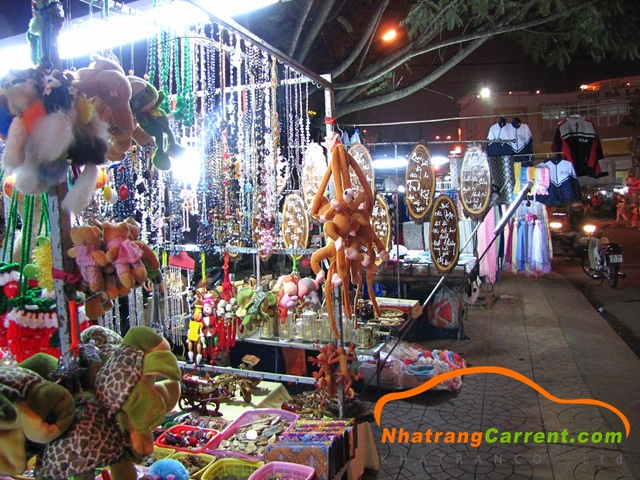 Souvenir shop at the Nha Trang night market